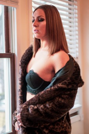 Eve-lise escort in Maple Grove