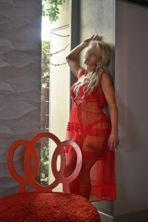Evelyna escort in California City