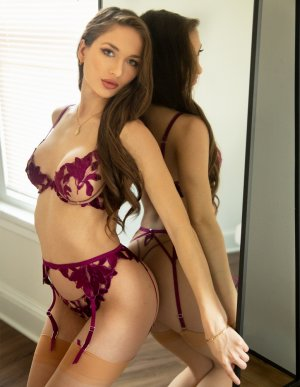 Alexianne escort girl in Marinette, thai massage
